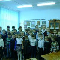 1 и 5 класс на уроке в школьном музее
